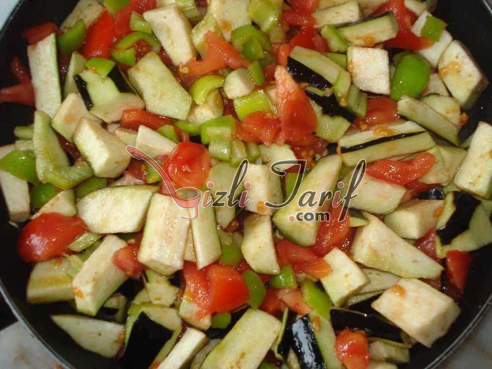 Zeytinyağlı Türlü Tarifi Patlıcanlı Türlü